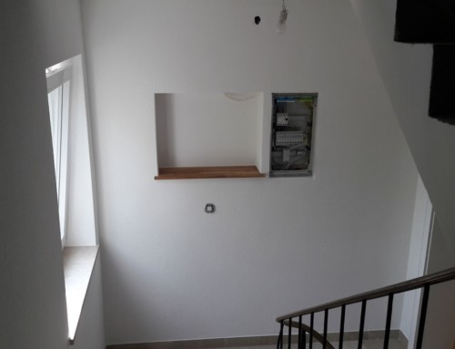 Tapezierarbeiten im Treppenhaus