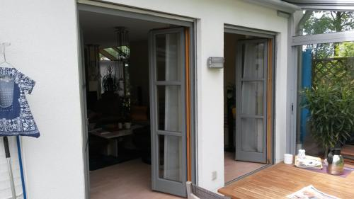 Fertige Fenster in grau